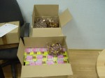 коробочки с блокнотами и шоколадками